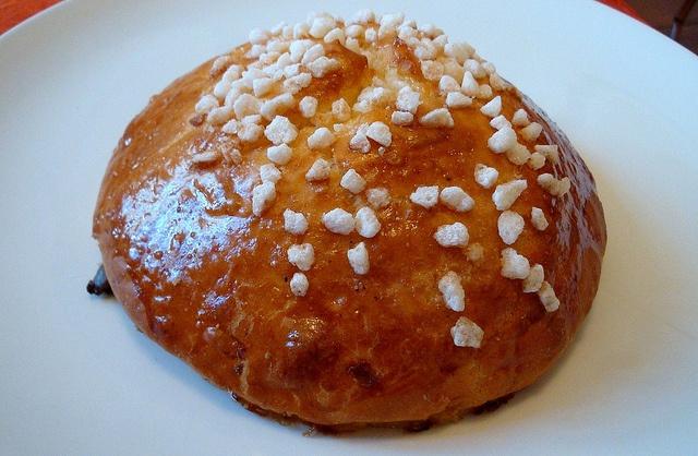 Les meilleures brioches au sucre de PAris: à la patisserie Le Gay Choc, dans le Marais, recommandée par le 20PH, hotel design Paris.  Cette boutique comme son nom l'indique a la particularité de mettre en exergue des produits pour le moins originaux : le chocolat zizichoc, la brioche gourmande, la bistouquette, les zizis croc…Si la qualité de cette boulangerie-pâtisserie est indéniable, les formes de quelques produits sont de nature à faire sourire la clientèle !     45, rue Sainte Croix de…