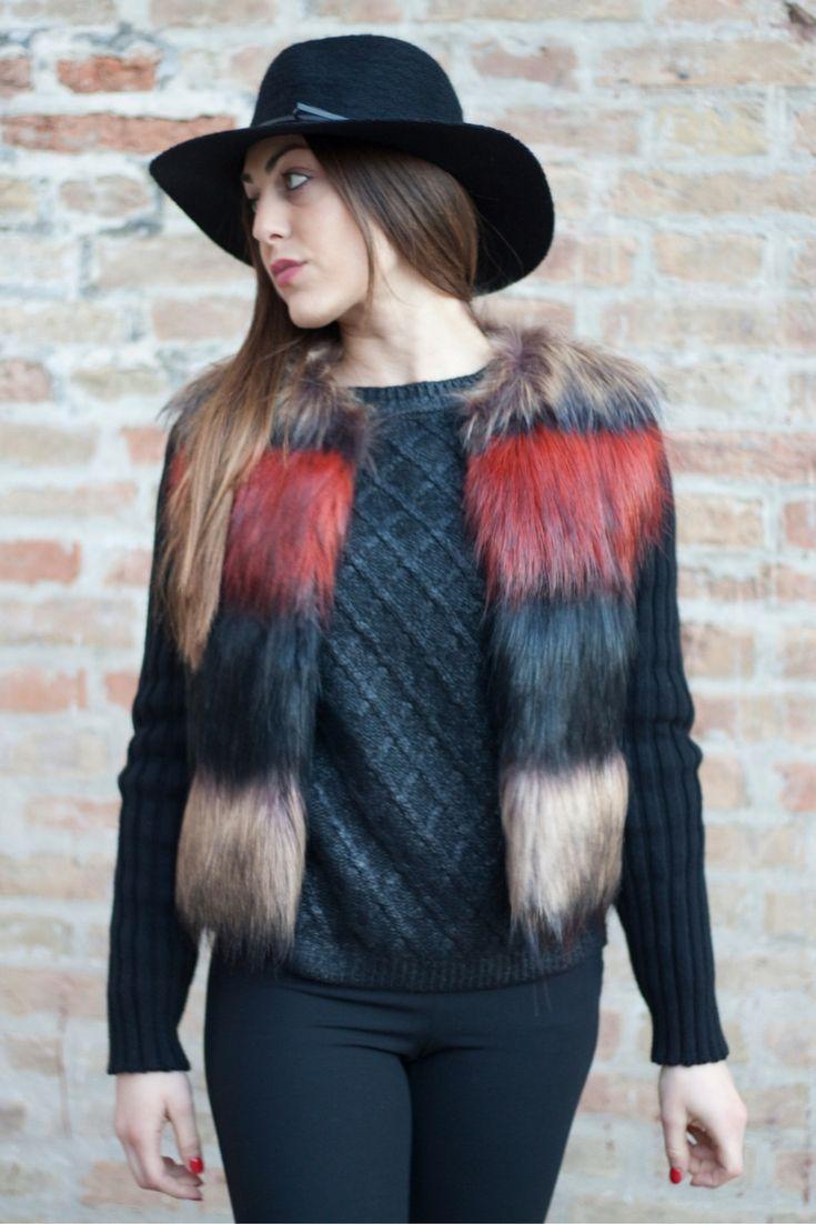 Per colorare queste giornate invernali, l'ecopellicciotto multicolor è certamente ideale!  #sales #outfit #dress #clothes #girly #fashion #style #model #laltrastoria #madeinitaly #rimini #senigallia #fano #fallwinter2016-17