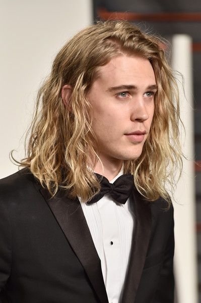 Austin Butler Photos - Actor Austin Butler attends the 2016 Vanity Fair Oscar Party Hosted By Graydon Carter at the Wallis Annenberg Center for the Performing Arts on February 28, 2016 in Beverly Hills, California. - 2016 Vanity Fair Oscar Party Hosted By Graydon Carter - Arrivals