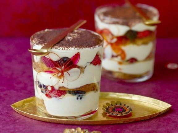 Новогодние рецепты. Рождественский десерт тирамису - очень простое в приготовлении и великолепное на вкус сладкое блюдо.