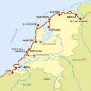 Het 'Nederlandse Kustpad' maakt onderdeel uit van het internationale Noordzee Kustpad (North Sea Trail). Lokale partners rond de gehele Noordzee, van Denemarken tot Engeland werken in het samenwerkingsverband Coast Alive samen aan de ontwikkeling van kustpaden tot een netwerk van samenhangende wandelroutes.