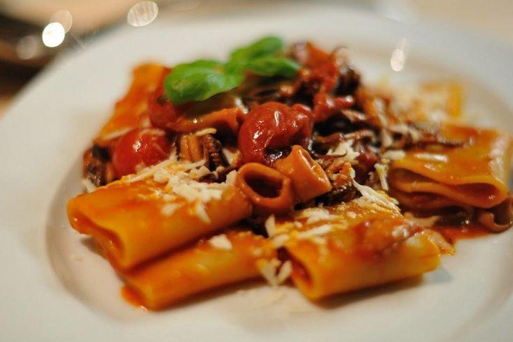 La pasta cozze e pecorino è un primo piatto dal sapore e dal profumo incredibili per bontà e dalla consistenza cremosa e delicata.