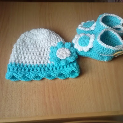 Free Crochet Pattern For Wrap Around Baby Booties : Crochet Baby hat and wrap around booties - Free pattern ...