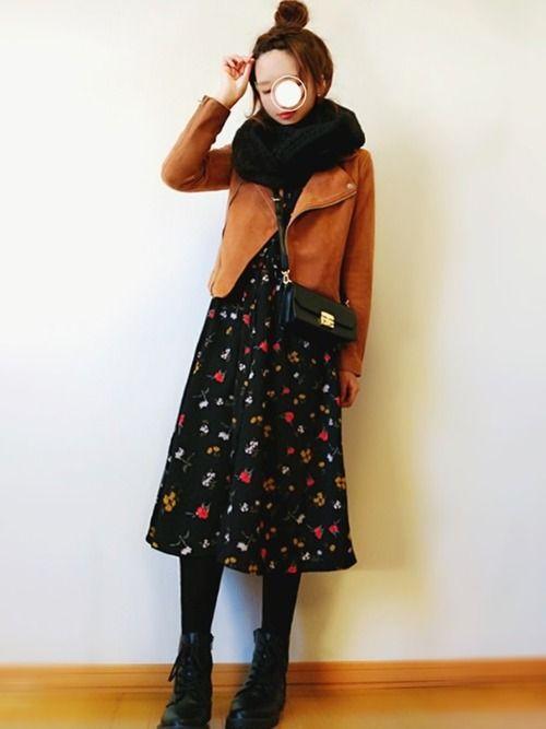 花柄ワンピースが着たくなった日のコーデ✿ 薄手ワンピなので黒タイツはきました。 去年買ったスヌード