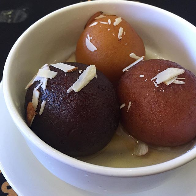 Gulab jamuns? Yes!  Do note the color change. The secret is 1 is cardamom one, 2nd is white chocolate one and the 3rd one is dark 🍫 chocolate gulabjamun. Head to Punjab Grill @punjabgrillofficial at Phoenix mall @phoenixmarketcitychennai during #CulinaryQuest2017, this month to try it out. Love ❤️ It. #chocolate #chocolatelover #sweets #desserts #foodinchennai #yummyfood #foodblogger #heirloomrecipes #traditionalfood #nofilter #foodfestival #vegetarian