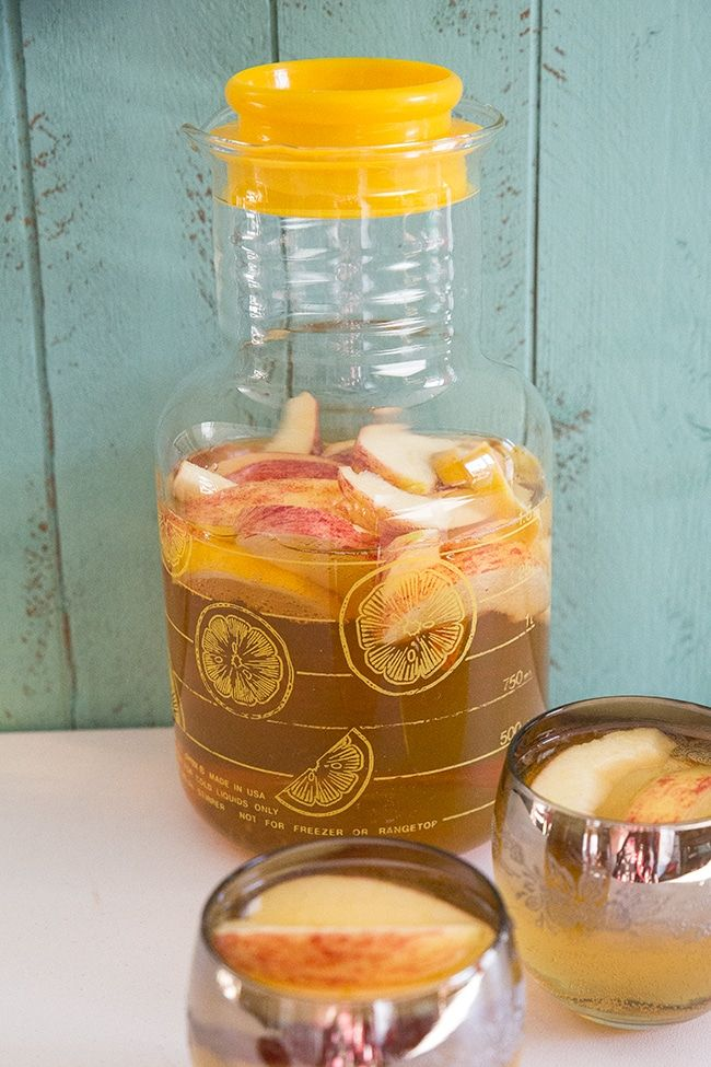 Bourbon Apple Cider Sangria from @kitchenmagpie