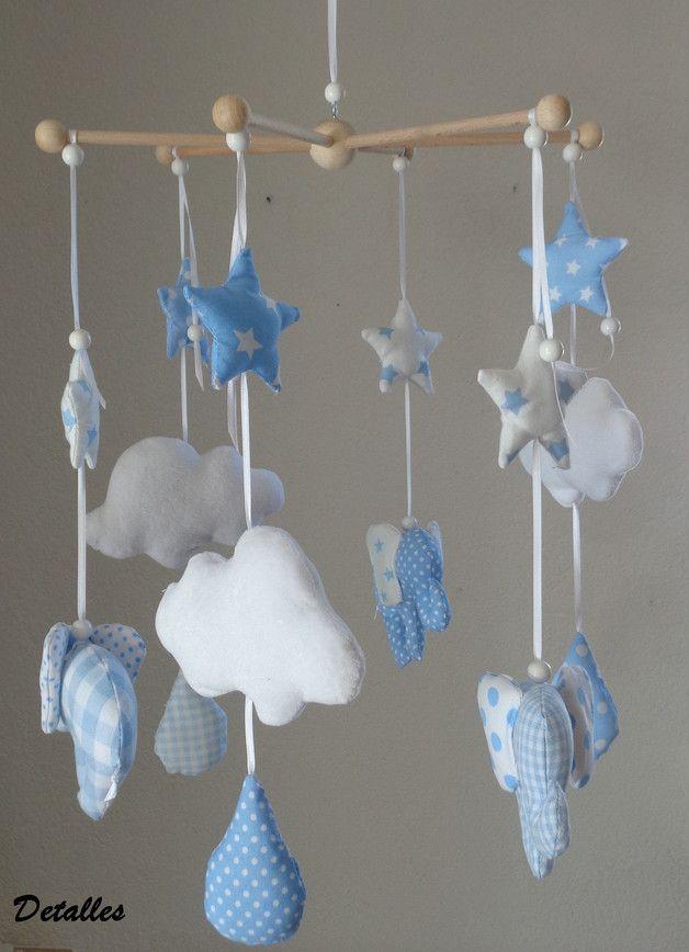 ein s es baby mobile mit drei elefanten drei wolken. Black Bedroom Furniture Sets. Home Design Ideas