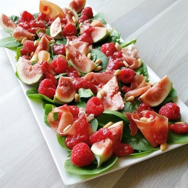 Hver gang vi spiser: Fiken- og spekeskinkesalat med bringebærvinaigrett...