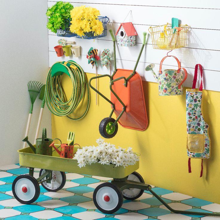 Todos los accesorios necesarios para jardinear esta primavera están en Casaideas. Ven por nuestra nueva colección de jardín para los más chicos.