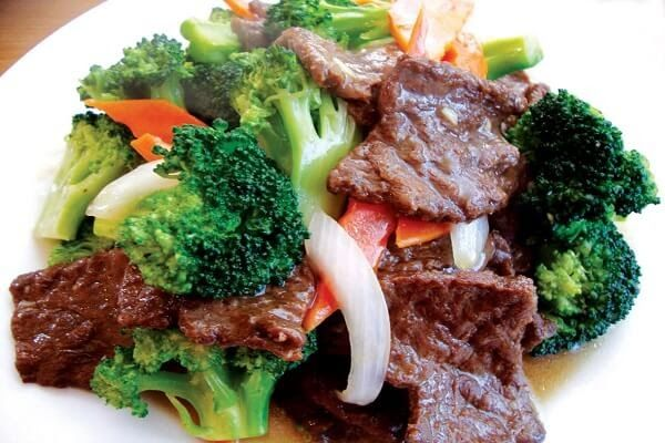 Cơm ngon mỗi ngày với cách làm thịt bò xào bông cải ngon nhất Thịt bò là một loại nguyên liệu phổ biến trong khâu ẩm thực và có một đặc điểm chính là thịt bò có thể chế biến được rất nhiều món. Đơn giản nhưng lại lạ miệng thịt bò xào bông cải xanh sẽ mang đến cho bữa cơm gia đình bạn một cảm giác thật mới mẻ.Bông cải xào vừa chín tới nhai giòn sần sật thịt bò thì chín mềm thấm đẫm gia vị ăn kèm cùng cơm trắng vừa ngon miệng lại không tạo ra cảm giác ngấy.  Vị giòn giòn ngọt mát của những…