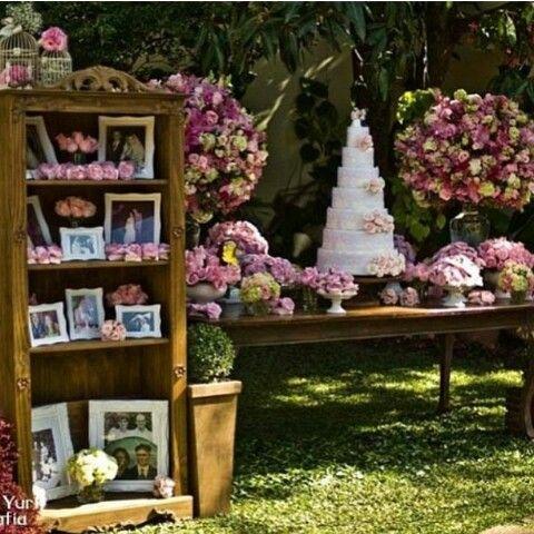 Lindaaaaa mesa do bolo para casamentos diurnos/campais.
