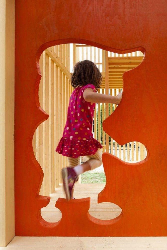 Children's Playhouse 'Sam + Pam' / Office of McFarlane Biggar Architects + Designers Inc.