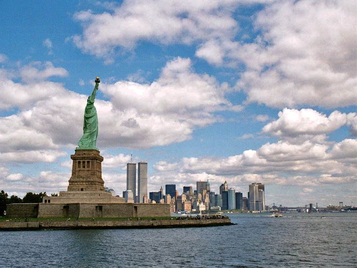 The statue of Liberty and the Manhattan view  country : United States of America  place : New-York