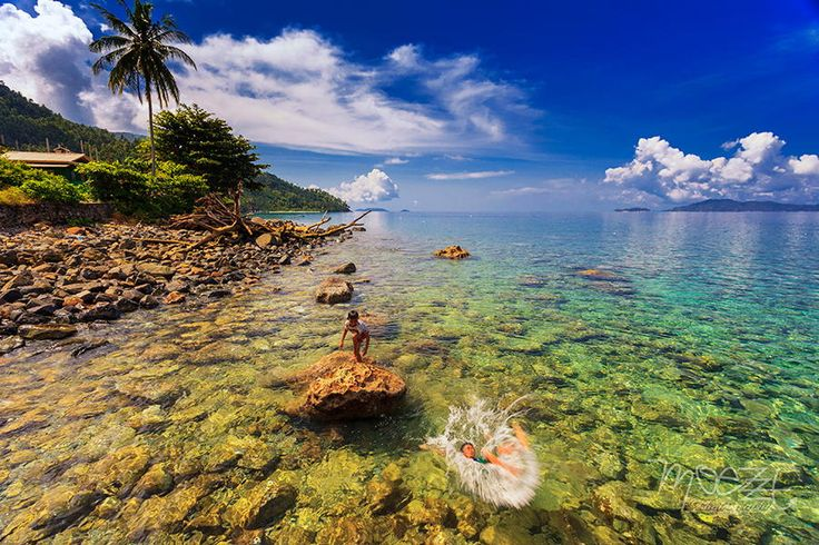 Anambas island which is part of the district is the small island of Anambas Islands outlying territory of Indonesia is very strategic. The Islands are located between Peninsular Malaysia and the islands of Bintan, Riau Islands.