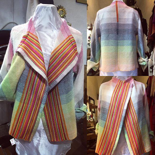 Complicato, ma soddisfacente  Complicated, but satisfying 😄 #tessutoamano #handwoven #giacchino #sweater #jacket #tramedistoria #colori #colors
