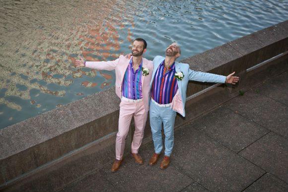 Ο Daniel από τη Νέα Υόρκη και ο Στέφανος από τη Θεσσαλονίκη έκαναν αυτό που κάνουνόλοι οι ερωτευμένοιπου αποφασίζουν να ζήσουν μαζί. Παντρεύτηκαν.