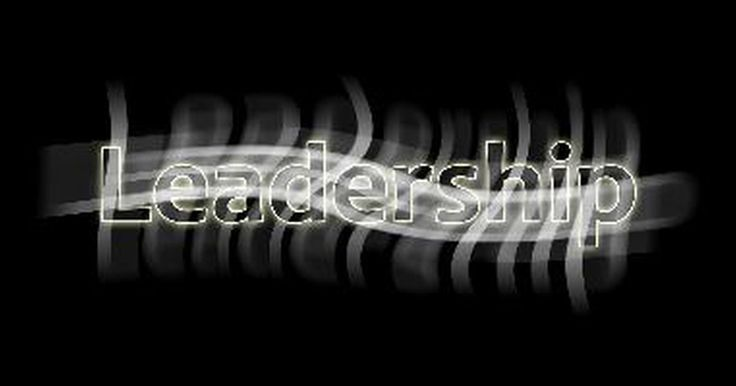 Vantagens da liderança situacional. Atualmente, no mundo todo, o treinamento de liderança em nível de supervisão é baseado na teoria da liderança situacional. Inovadora, já que sugere que os gerentes devem adaptar seu estilo para se adequarem às exigências do ambiente, a liderança situacional continua sendo um modelo inquestionável de formação, embora as pesquisas não tenham ...