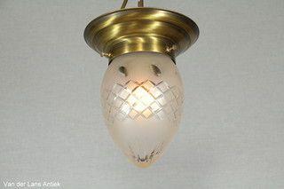 Klassieke plafonniere 26372 bij Van der Lans Antiek. Meer antieke lampen op www.lansantiek.com