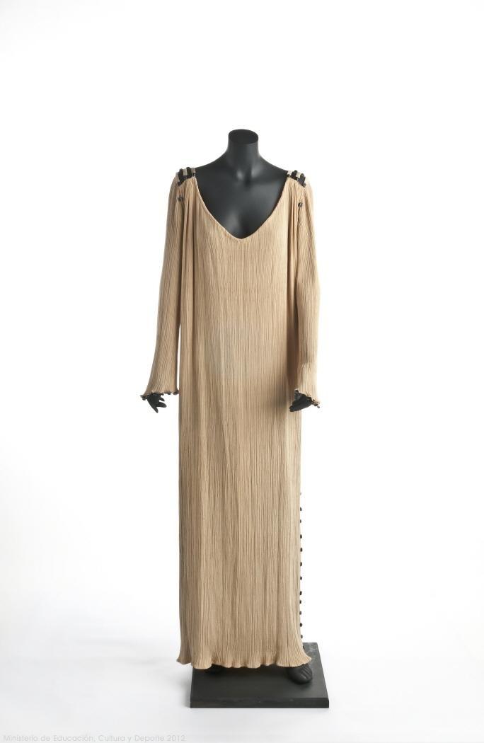 Delphos dress, Mariano Fortuny, 1909-1949.  Museo del Traje.