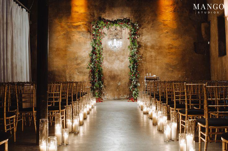 Elegance #ceremony #wedding #ideas #decor #candles #wood #green #red #rustic #details #wedding #weddingday #beautiful #elegant