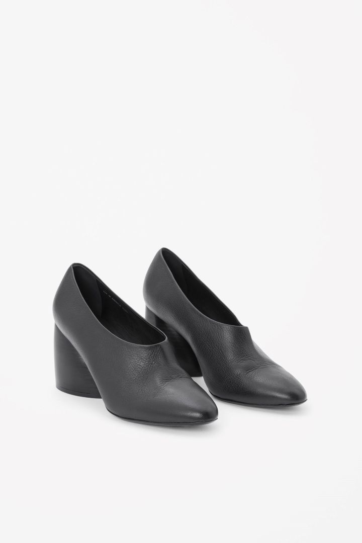 COS | Pumps with curved heel