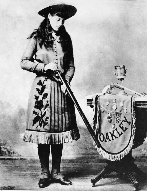 An 1890 publicity photo for one of America's greatest cowgirls, Annie Oakley. | 15 Retro Pics Of Truly Badass Cowgirls