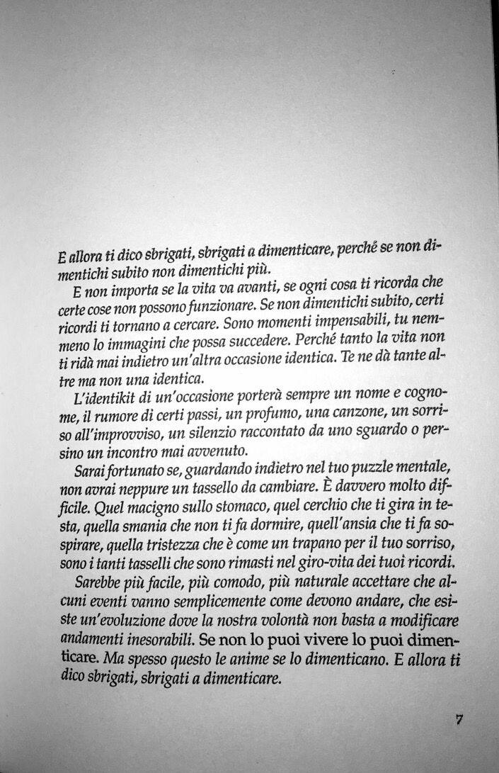"""""""Sbrigati a dimenticare, perché se non dimentichi subito non dimentichi più.""""  Un anno per un giorno  -Massimo Bisotti"""