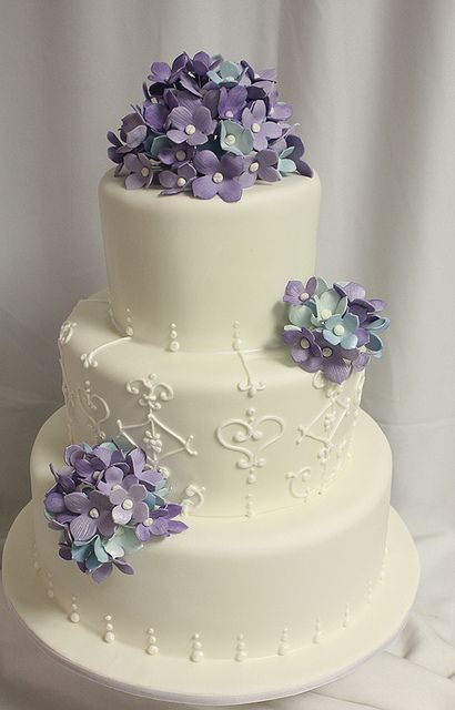 flowers on wedding cake safe this would look with any flower the 14348