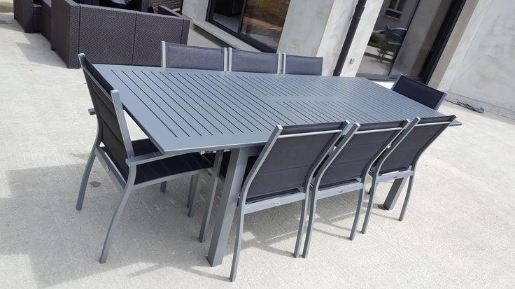 Chicago : Table de jardin à rallonge extensible 175/245cm en aluminium et textilène - 8 places Alice's Garden Ensemble design et moderne. Système de rallonge papillon, très simple. Ensemble complet, très léger. Fauteuils et chaises empilables. textilène rembourré pour encore plus de confort. Retrouvez cette table de jardin alu : http://www.alicesgarden.fr/mobilier-jardin/table/table-de-jardin-chicago-2239 #table #terrasse