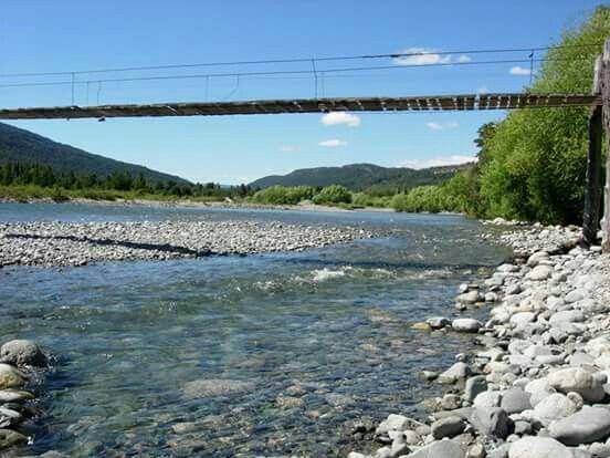 Rio Azul. Puente colgante. El Bolson. Chubut. Argentina