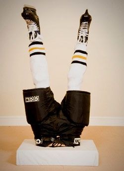 OMG...my boys would love this for a hockey birthday party.  Wouldn't be so hard with their equipment....