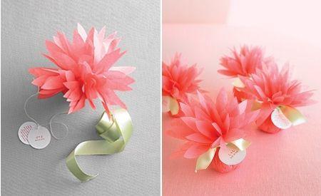 Saquitos de arroz en papel seda o servilleta con forma de flor