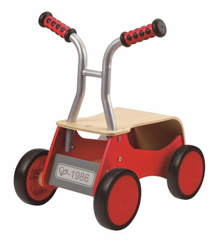 Parfait pour l'apprentissage de la marche ce trotteur bébé se converti en porteur confortable avec un coffre assez grand pour transporter tous tes jouets préférés. A partir de 1 an+