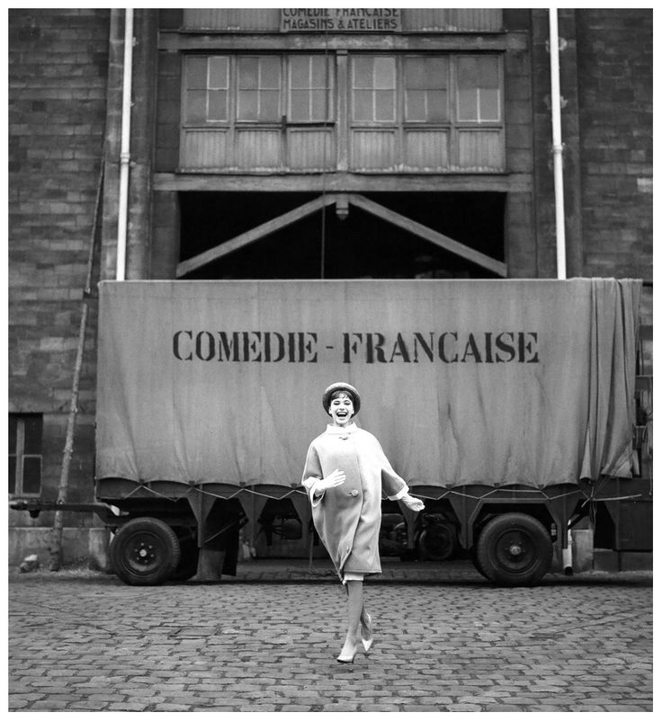 Anna Karina Elle march 1959 by Georges Dambier