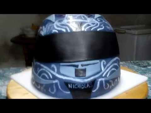 Gâteau casque de moto NZI en pâte à sucre