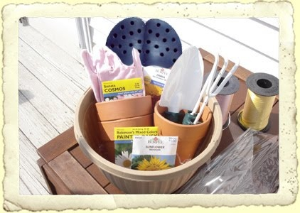 Here's a gardening theme basket you could probably put together from the dollar store brought to you from frugalfineliving.comGift Baskets, Gift Ideas, Mothers Day Gift, Theme Baskets, Wonder Gift, Gift Parties Ideas, Baskets Ideas, Gardens Baskets, Parties Idease Gift