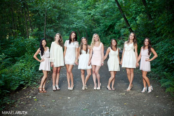 Best 25 friends photo shoot ideas on pinterest best for Best group pictures