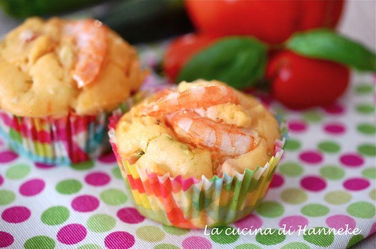 Lo stuzzichino perfetto per un buffet di antipasti: i muffin con gamberi e fiori di zucca, delicatamente profumati al basilico e limone!