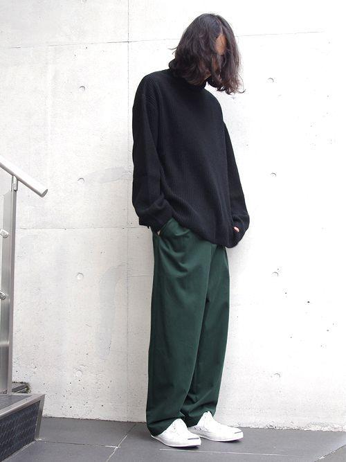 『Edwina Horl』のゆったりシルエットのタートルネックニット。  昨年リリースされて即完売してしまったモデルのアップデート版。  リンキング処理をしていないので編み地の切り替え部分も自然に見え、  着心地もソフトなリラックス感の感じられる1着です。