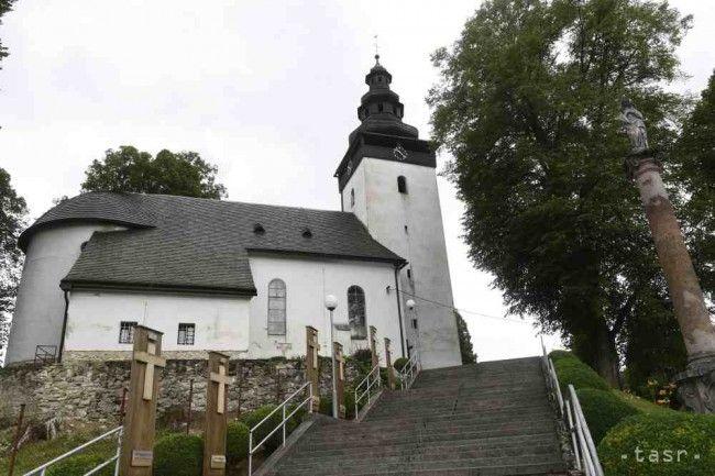 DOMANIŽAgotický kostol sv. Mikuláša v Domaniži , v krypte kostola je pochovaný farár Juraj Vrtík, ktorého v roku 1712 postrelil tovariš Juraja Jánošíka Turiak – Huncaga.