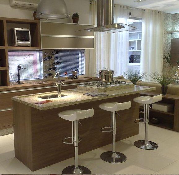 Veja como escolher as banquetas para cozinha ideais para o seu espaço integrado, pequenos detalhes de decoração como esse fazem a diferença.