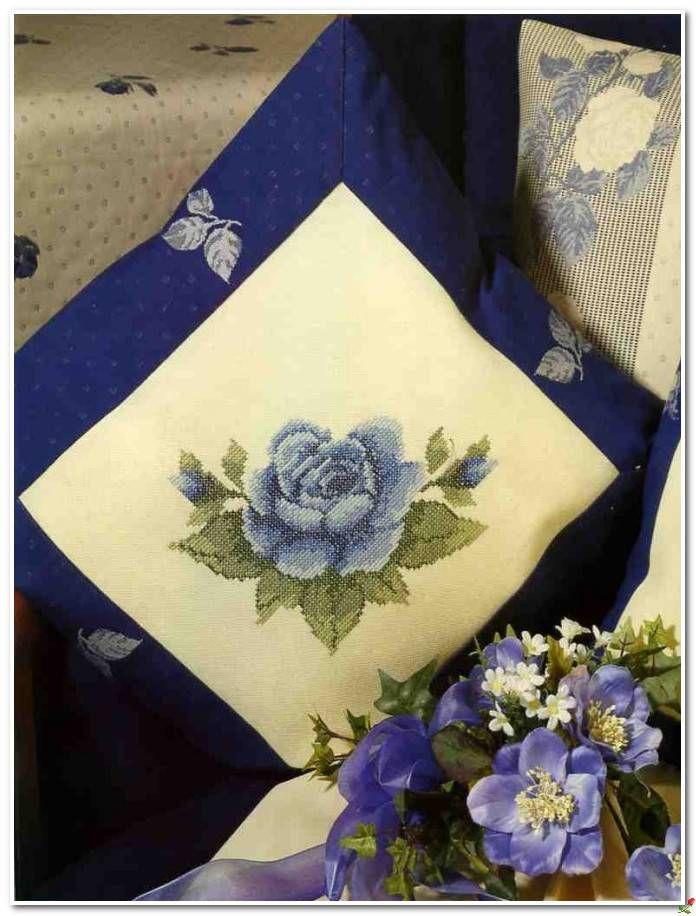 Синие розы - вышитые подушки и скатерть.. Обсуждение на LiveInternet - Российский Сервис Онлайн-Дневников
