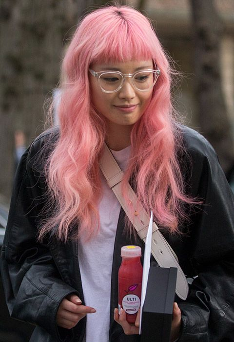 Welcome to queen Fernanda Ly giving the best off-duty hair that you can steal in three easy steps. First, use a curling wand to create waves from your ears, down. Then, take a hairbrush through your curls and finish off with a touch of hairspray to smooth those fly-aways. Structured-yet-fluffy waves = yours