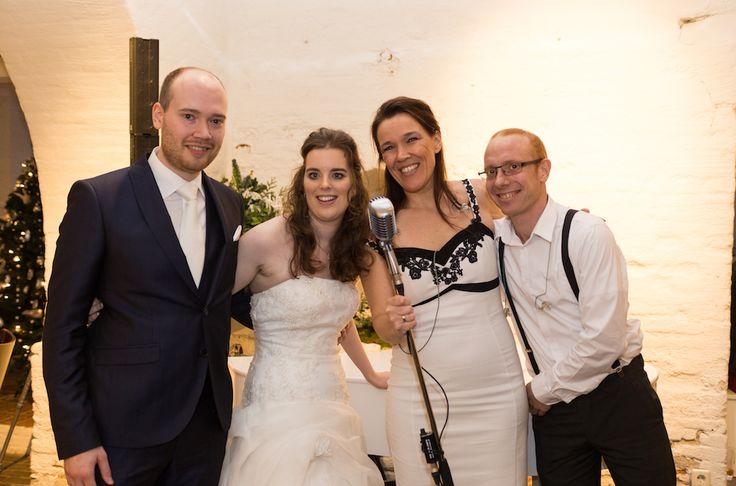 Bruiloft in kasteel heeswijk: live muziek tijdens trouwceremonie in de wapenzaal, en aansluitend in de keldergewelven receptie en diner met live achtergrondmuziek