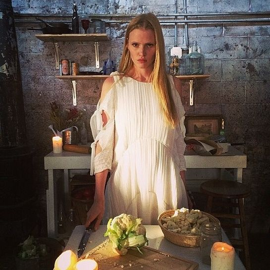 Lara Stone on set http://www.vogue.fr/mode/mannequins/diaporama/la-semaine-des-tops-sur-instagram-24/18344/image/993744#!lara-stone