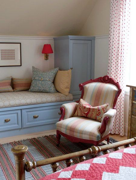 storage and a window seat (wtihtout the window) - Clever! bijou kaleidoscope: Sarah Richardson's Farmhouse