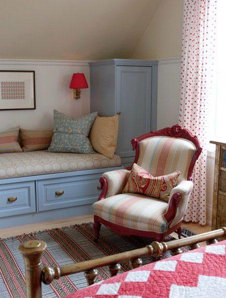 storage and a window seat (wtihtout the window) - Clever! bijou kaleidoscope: Sarah Richardson's Farmhouse