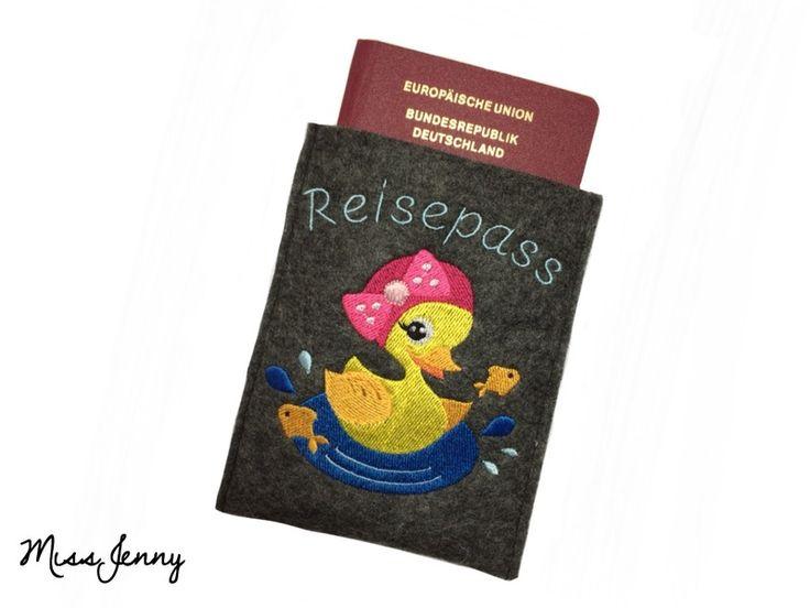 ♥ Reisepass-Hülle Wollfilz anthrazit Lola ♥ von MissJenny auf DaWanda.com
