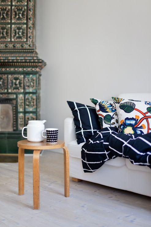 Marimekko's Tiiliskivi bed linen and Tiara cushion covers. From the blog Vihreä talo.