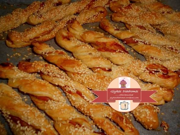 Puff pastry twists with bacon and sesame seeds - Σφολιατίνια στριφτά με μπέικον και σουσάμι / glykesdiadromes.wordpress.com  -